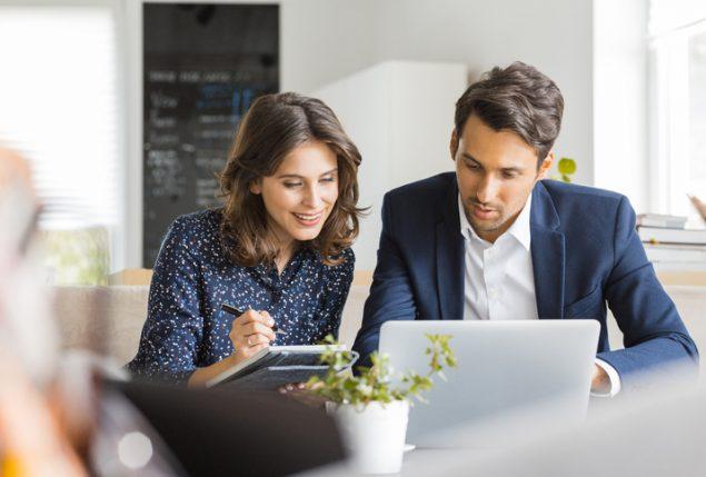 Como o uso de um software auxilia o controle financeiro do negócio?
